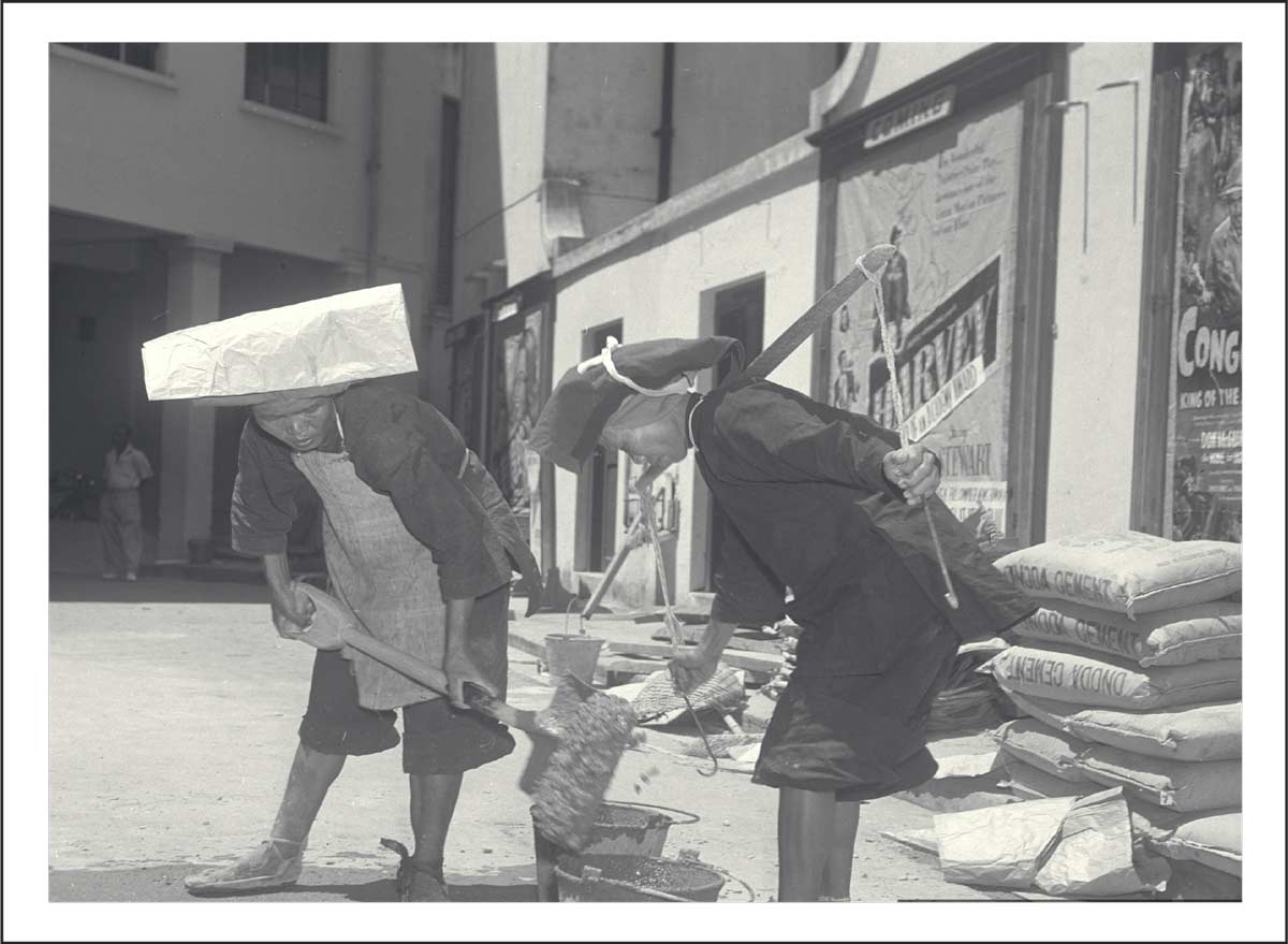 Samsui women mixing cement outside Capitol Theatre<br>Source: The Straits Times © Singapore Press Holdings Limited. Reprinted with permission.