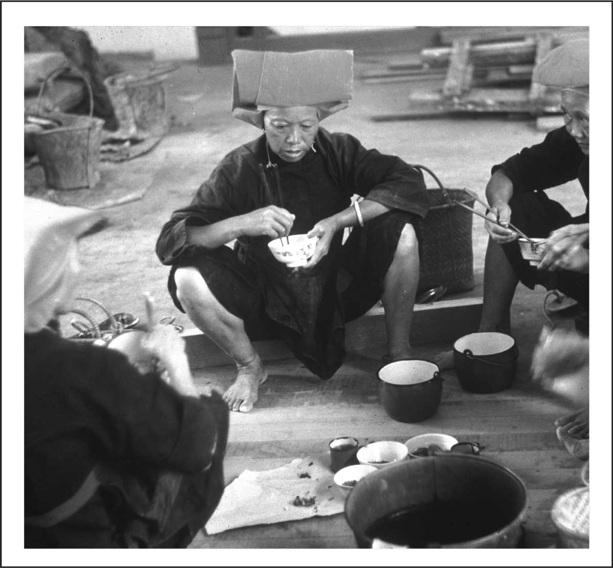 Samsui women having their meal at the worksite (1954)<br>Ministry of Information and the Arts Collection, courtesy of National Archives of Singapore